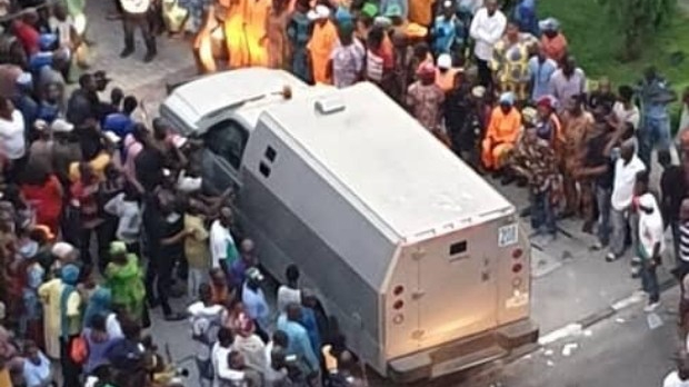 Bullion van driving into the residence of Bola Tinubu