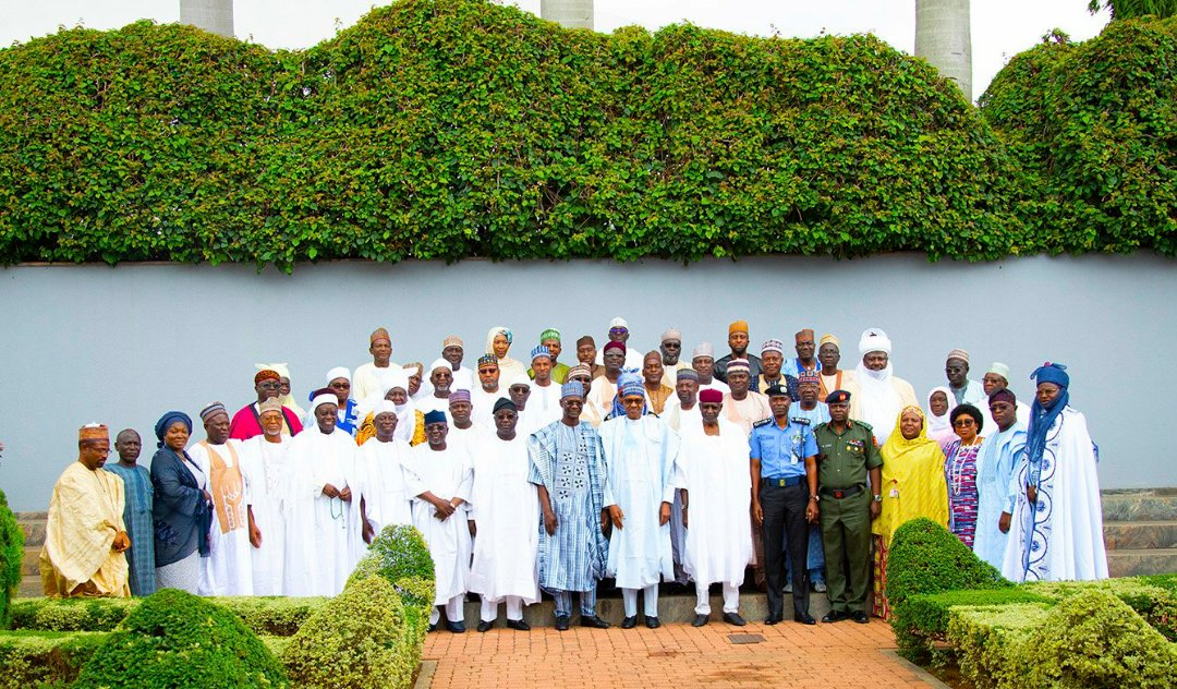 Buhari with delegation from Nasarawa State on same spot