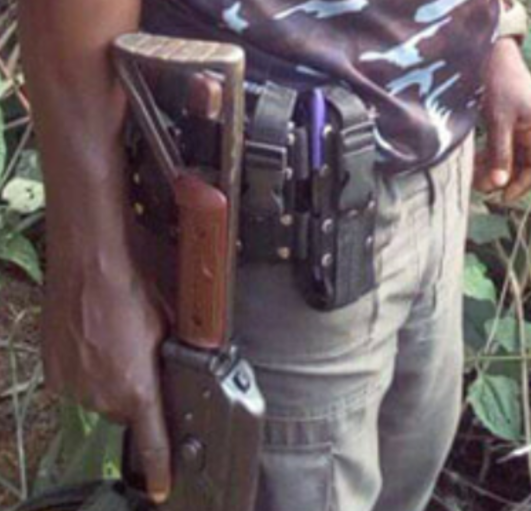 Sunday U Japheth the Police Officer who complained about Buhari, Osibanjo and IGP holding a rifle