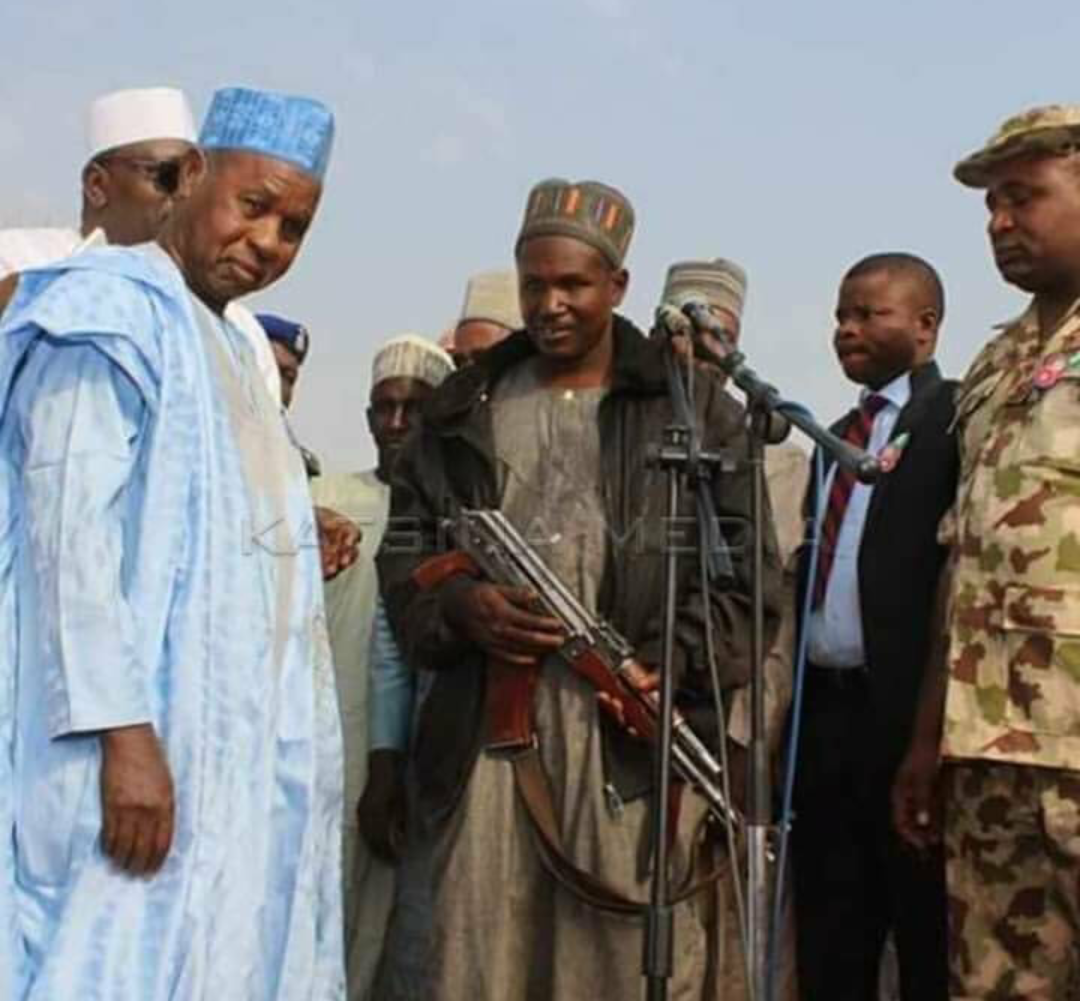 Governor Masari making peace with bandits leader in the presence of the military
